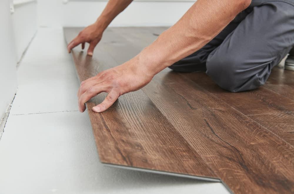 7 Easy Steps to Remove Vinyl Flooring
