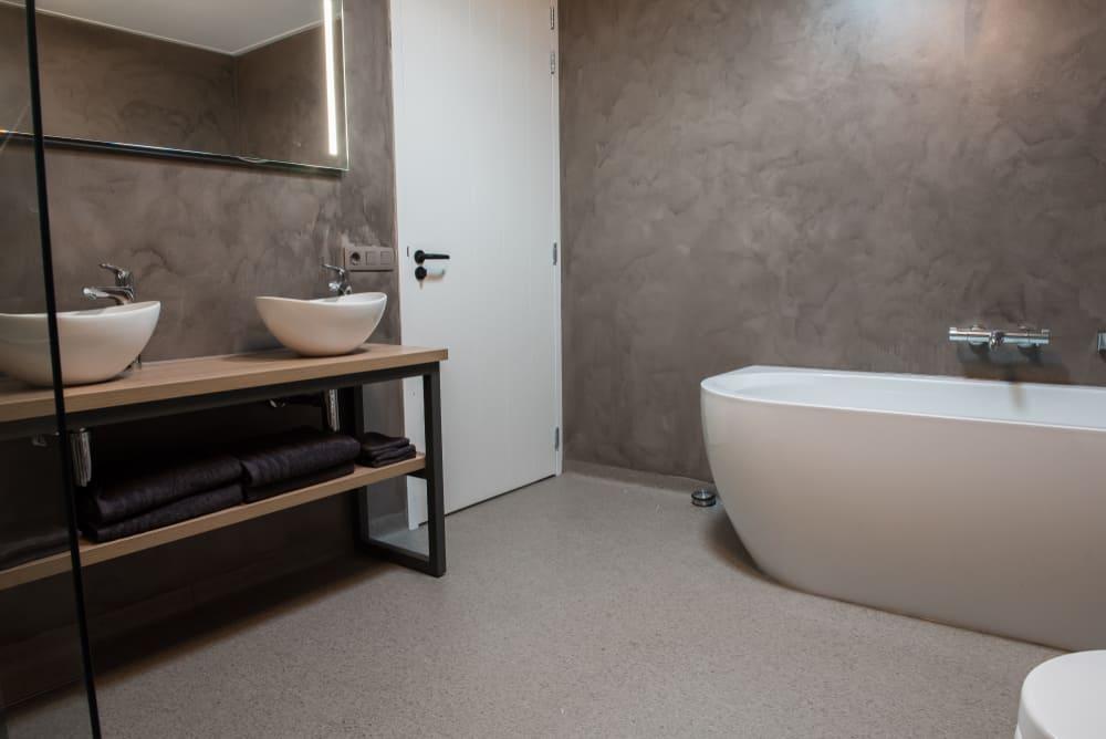 vinyl flooring on bathroom walls