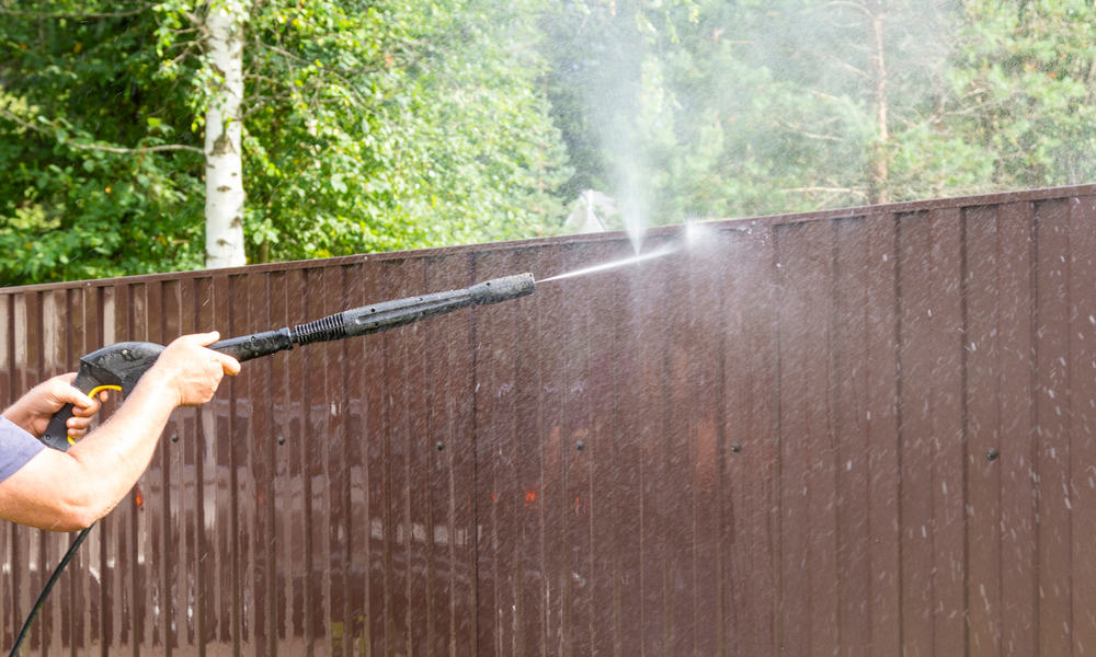 7 Easy Steps to Clean Vinyl Fence