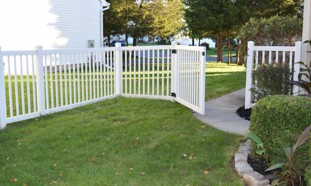 Can You Repair a Vinyl Fence Methods & Costs