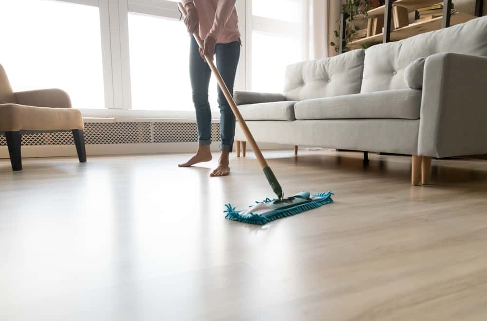Pros and Cons of the Swiffer WetJet